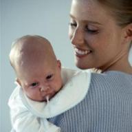 Comment aider un bébé RGO à mieux dormir