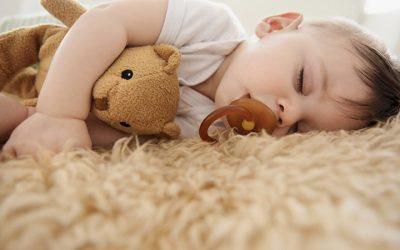 Bébé ne fait que des siestes de 30 minutes